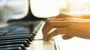 Curved fingers on piano keyboard